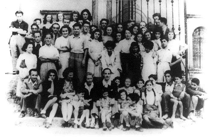 Jewish children in front of Villa Emma